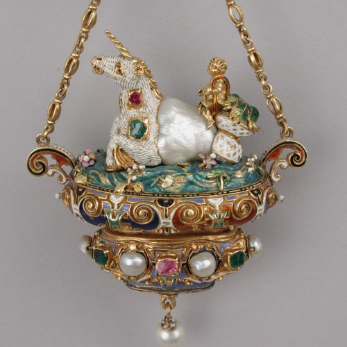 Aesthetic period colorful jewelry