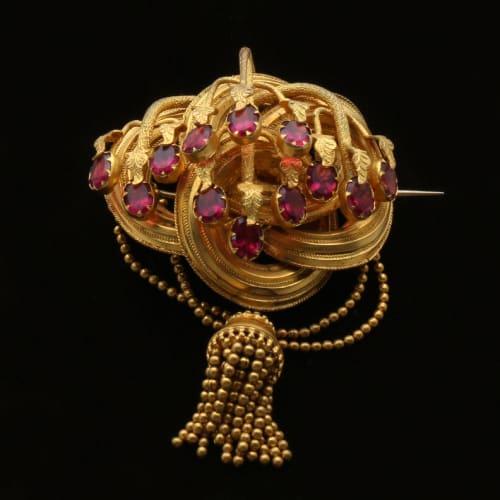 gold Romantic period brooch
